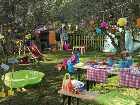 Un jardin multicolore aménagé pour des enfants