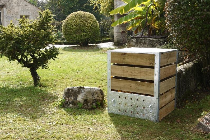 un composteur en bois et zinc pour les d chets leroy merlin. Black Bedroom Furniture Sets. Home Design Ideas