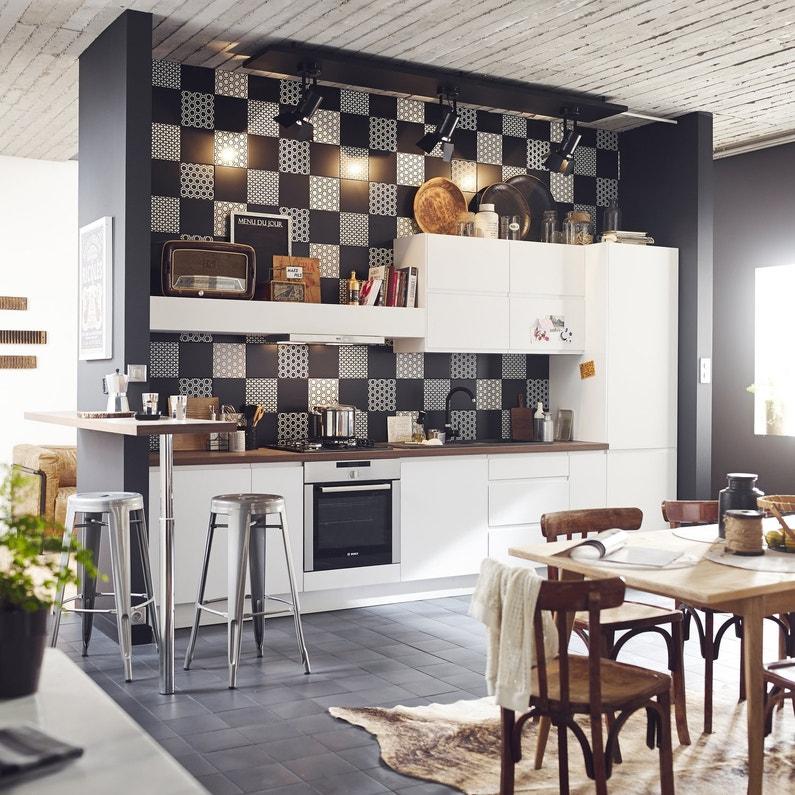 Un assemblage de carreaux noir et blanc pour la cr dence for Credence cuisine noir et blanc