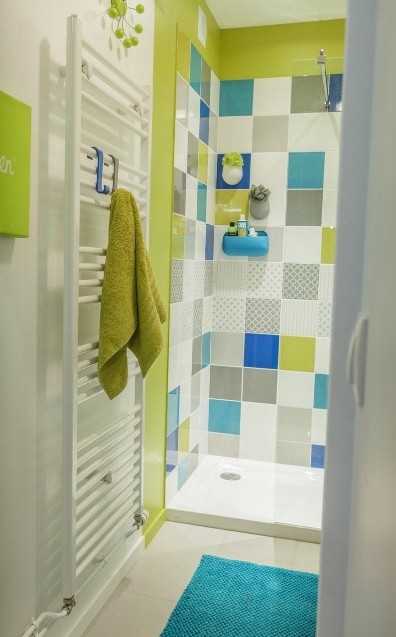 Une douche l 39 italienne bleue et verte leroy merlin for Salle de bain moderne verte