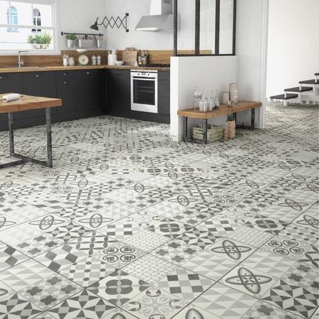 Une cuisine avec une version carreaux de ciment gris et blanc