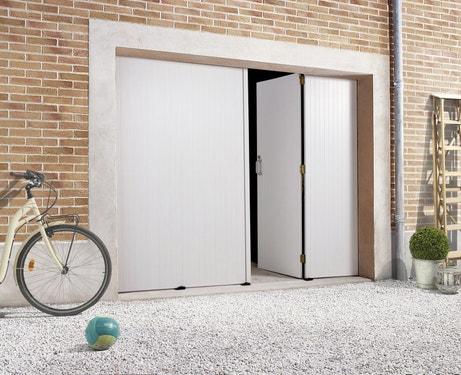 Une porte de garage avec la possibilité d'ouvrir une seule partie