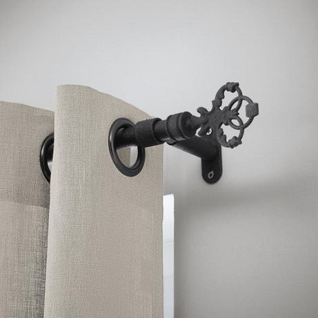 Un embout design en acier forgé pour votre tringle à rideau