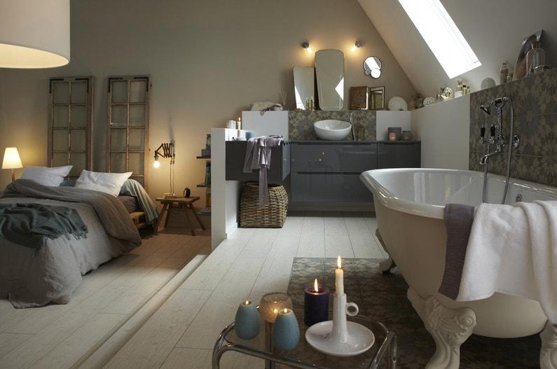 Romantique baignoire sur pieds leroy merlin for Salle de bain comble photo