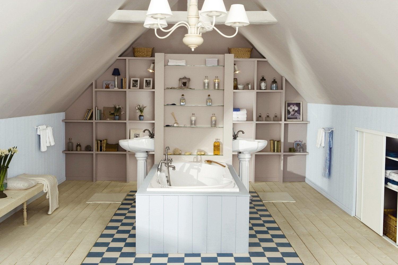 Une salle de bains sous les combles leroy merlin - Eclairage chambre mansardee ...