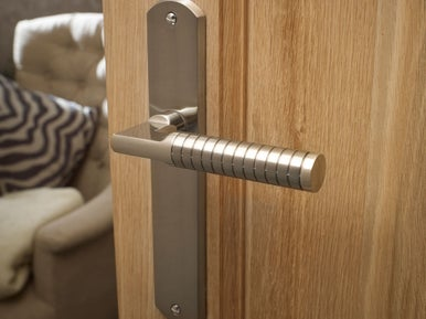 comment choisir ses poign es de portes leroy merlin. Black Bedroom Furniture Sets. Home Design Ideas