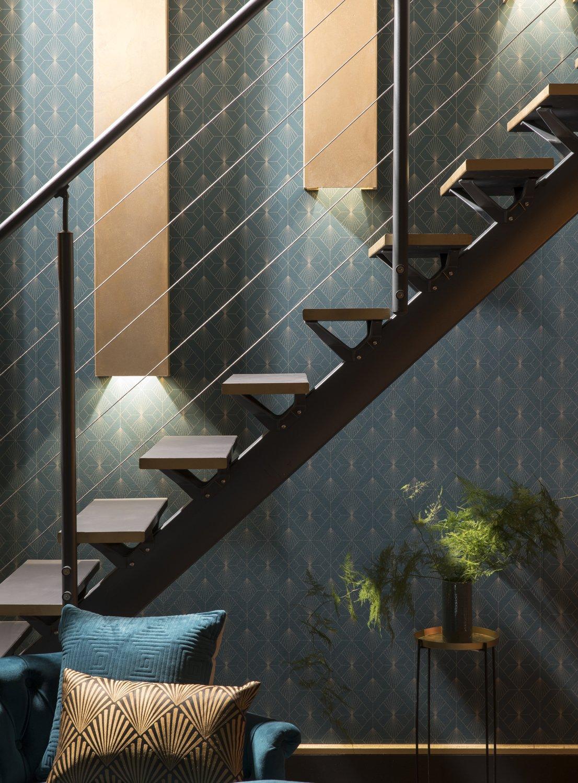l 39 escalier se parent de lumi re et d 39 or leroy merlin. Black Bedroom Furniture Sets. Home Design Ideas