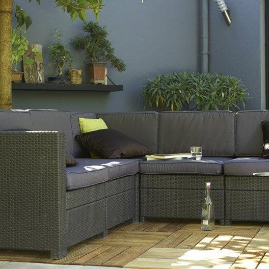 Salon de détente (canapé, fauteuil bas)  Salon de jardin, table et