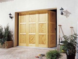 Comment poser une porte de garage pliante ?