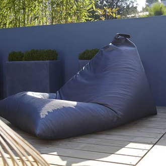 Salon de jardin table et chaise mobilier de jardin for Coussin pouf exterieur