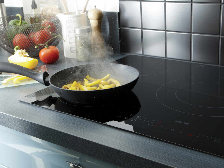 Plaque induction 2 foyers noir smeg si5322b leroy merlin - Comment choisir plaque induction ...