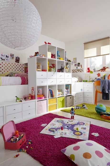 Une chambre d'enfant pratique et colorée
