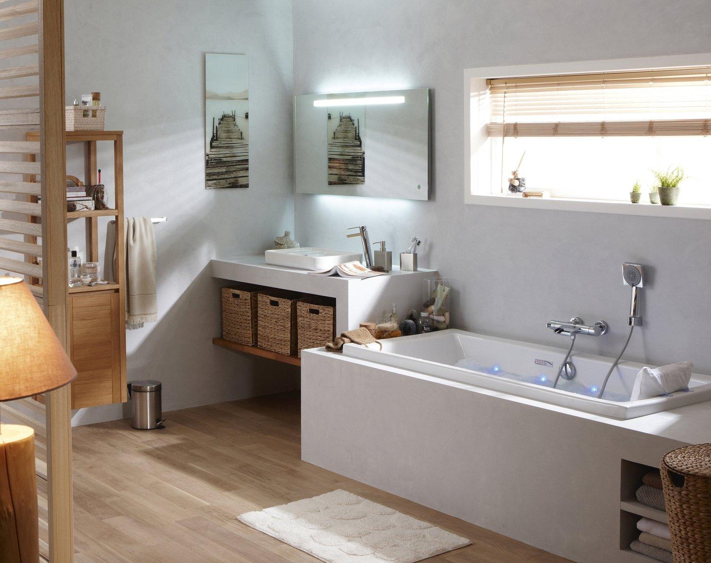 Une salle de bains aux id es lumineuses leroy merlin for Salle de bain lumineuse