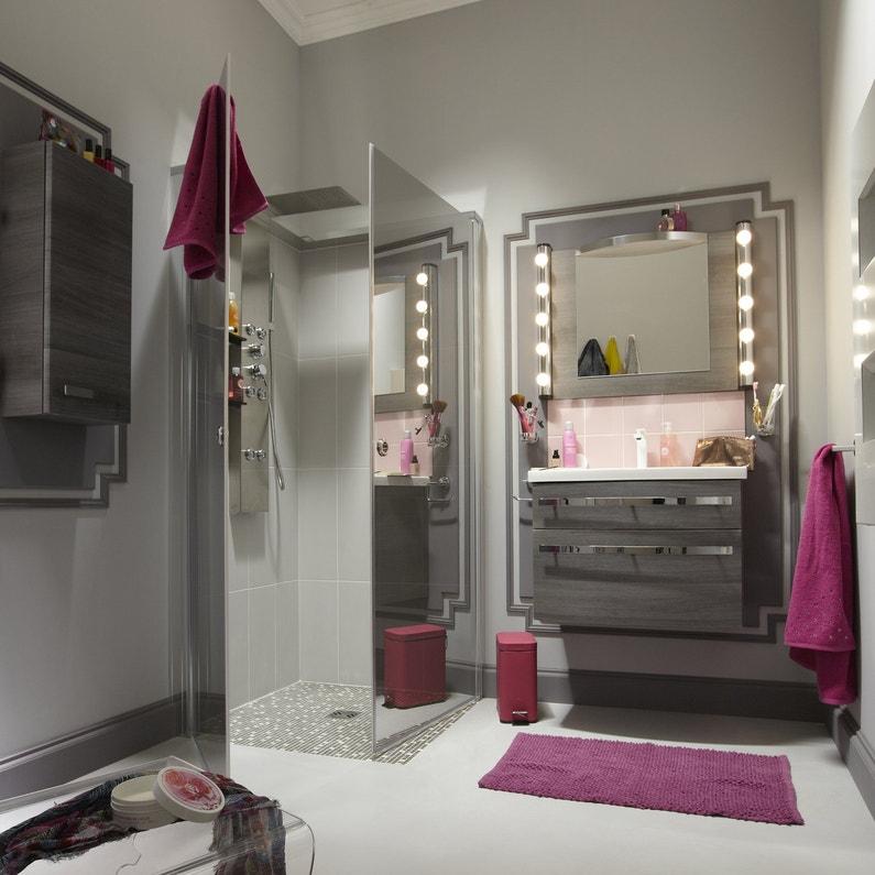 une salle de bains pour s 39 admirer avec un coin coiffeuse. Black Bedroom Furniture Sets. Home Design Ideas