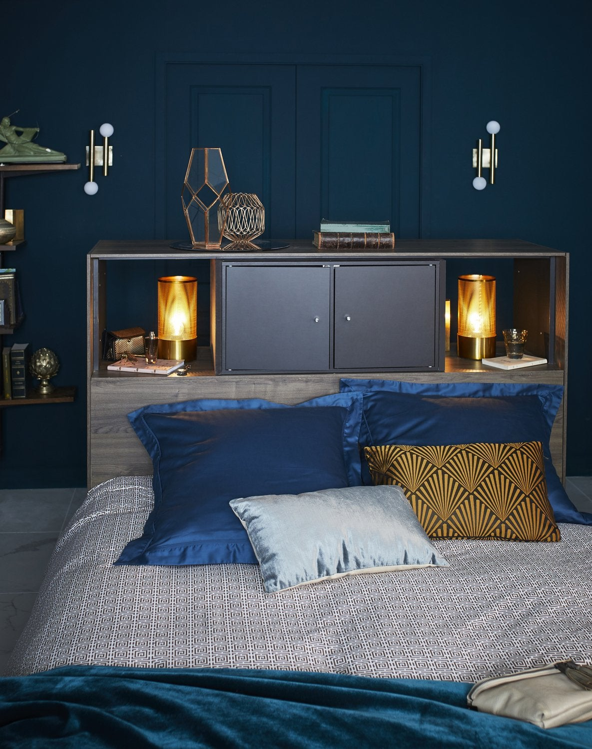 une chambre adulte aux teintes de bleu et au style. Black Bedroom Furniture Sets. Home Design Ideas