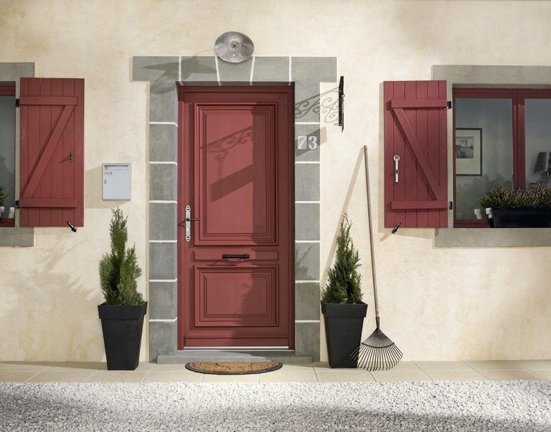Une fa ade de maison classique avec porte d 39 entr e et - Portes d entree leroy merlin ...