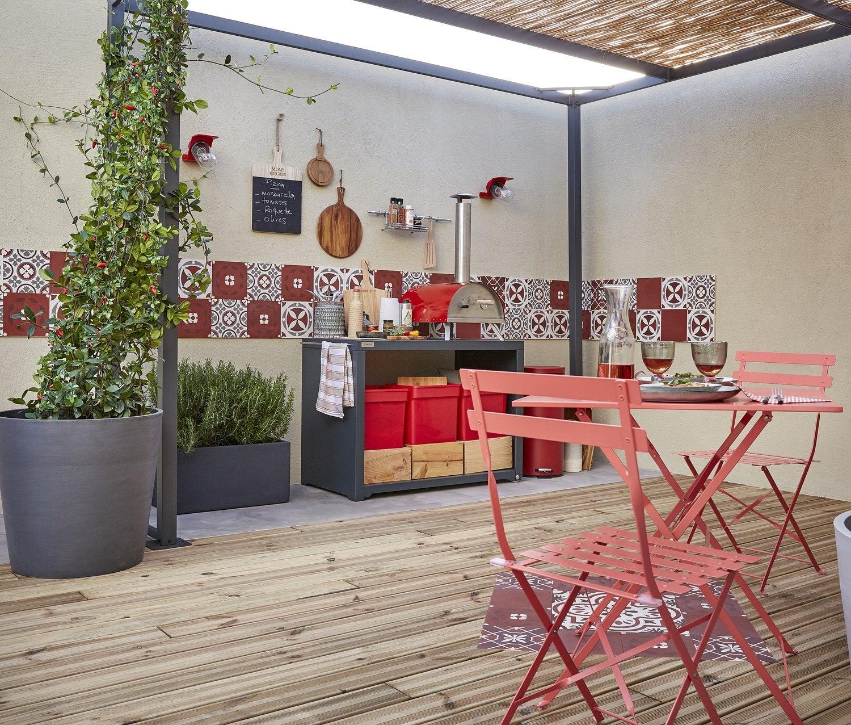 Un mobilier de jardin en acier dune très jolie couleur