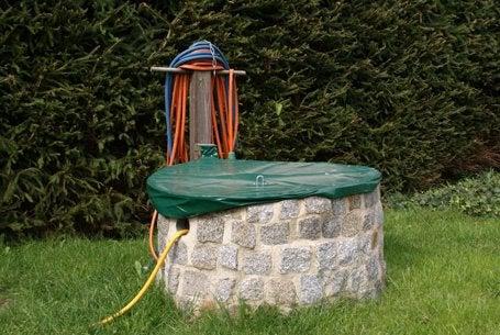 De l 39 eau du ciel pour le jardin leroy merlin for Creuser puit jardin