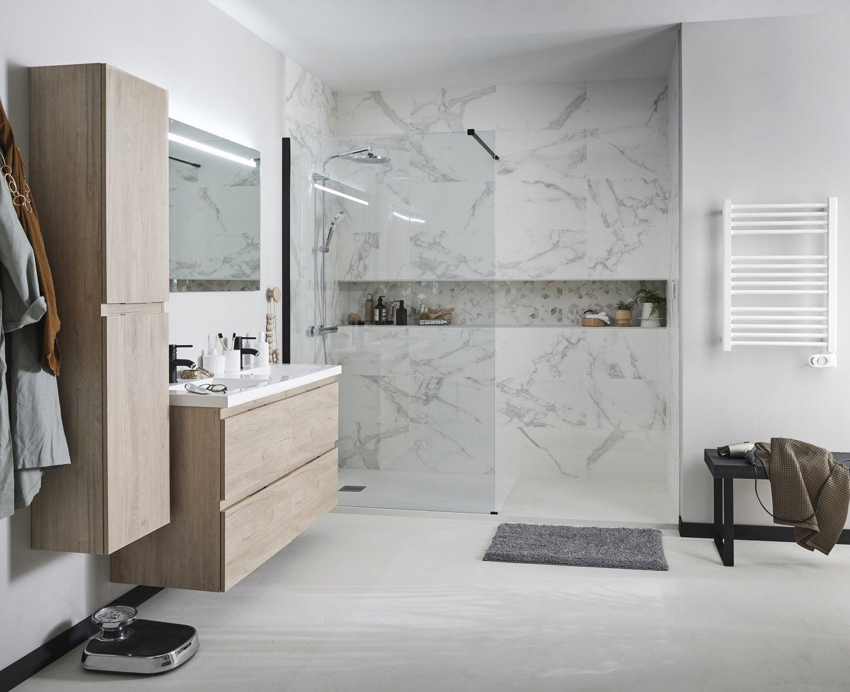 Effet marbre et niche dans la douche à l\'italienne | Leroy ...