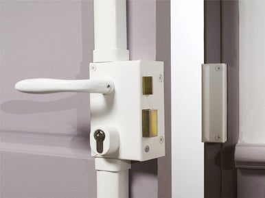 Poser une serrure de porte int rieure leroy merlin for Pose d une porte interieure