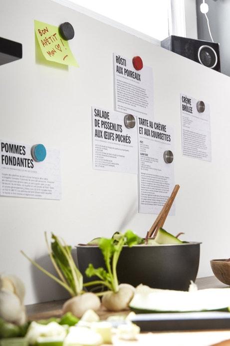 Un mur avec une peinture magnétique, pratique pour la cuisine