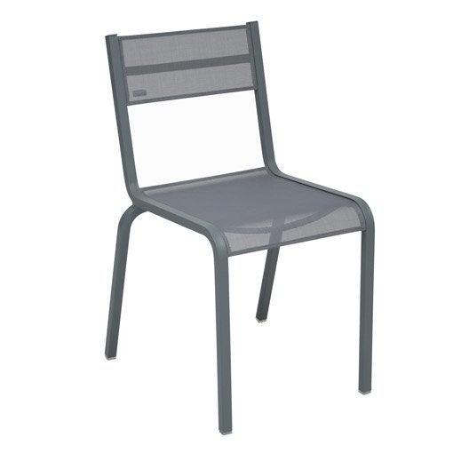 Chaise et fauteuil de jardin salon de jardin table et for Entretien jardin oleron