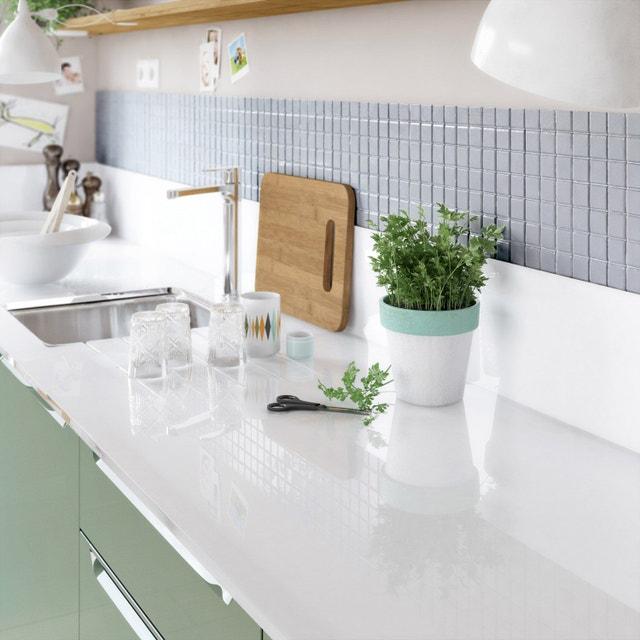 Un plan de travail de cuisine qui supporte l 39 humidit - Plan de travail verre ...