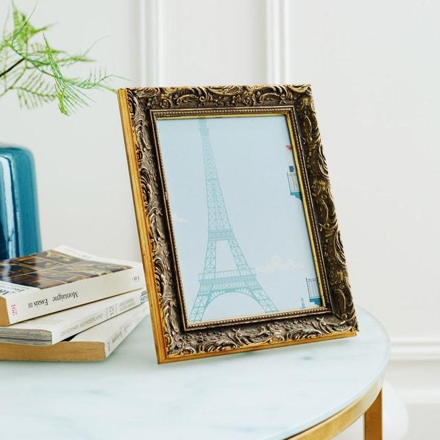 une composition de livres bien cadr e leroy merlin. Black Bedroom Furniture Sets. Home Design Ideas