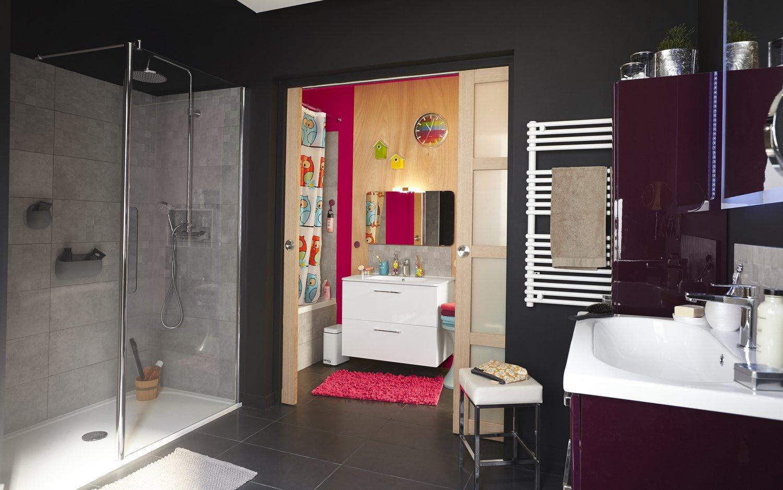 coin parents et coin enfants dans cette grande salle de bains leroy merlin. Black Bedroom Furniture Sets. Home Design Ideas
