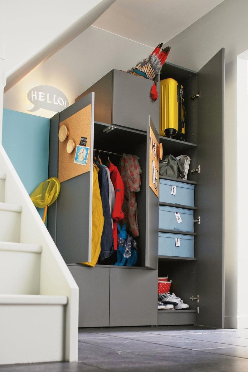 exploitez aussi l espace sous escalier leroy merlin. Black Bedroom Furniture Sets. Home Design Ideas