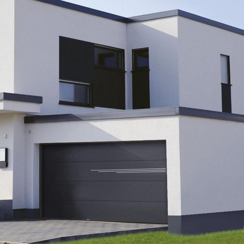Une porte de garage noire au style moderne leroy merlin - Porte de garage moderne ...