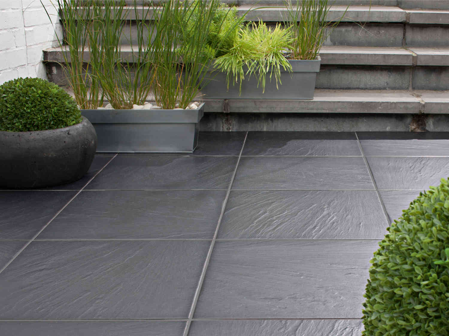 Du carrelage sur la terrasse leroy merlin for Photo terrasse carrelage gris