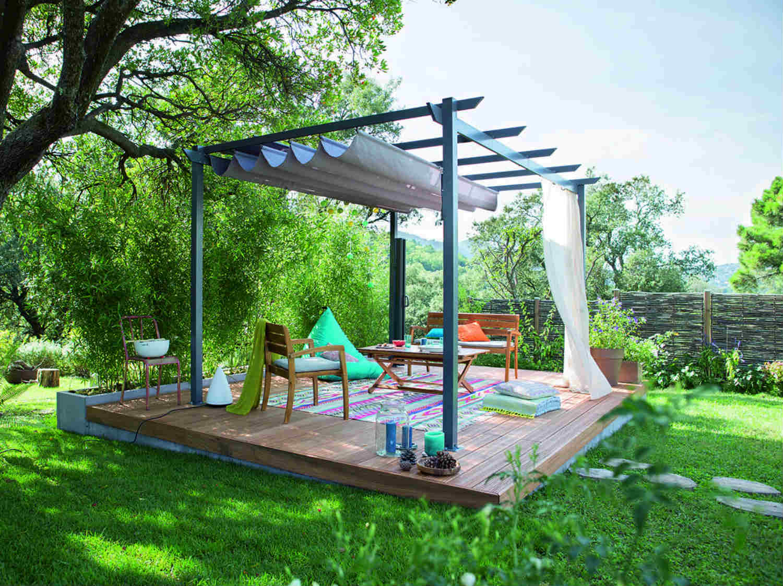 une tonnelle pour vivre dehors par tous les temps leroy merlin. Black Bedroom Furniture Sets. Home Design Ideas