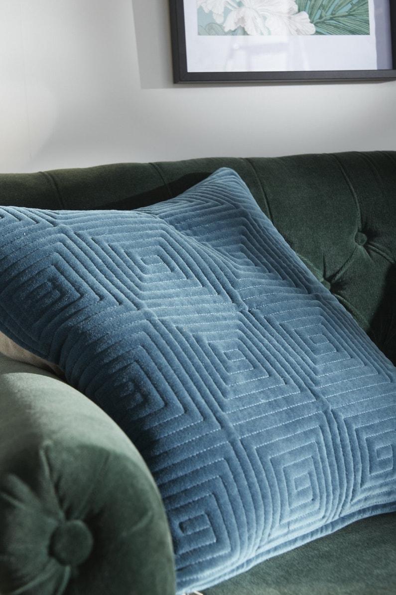 un coussin moelleux et soyeux leroy merlin. Black Bedroom Furniture Sets. Home Design Ideas