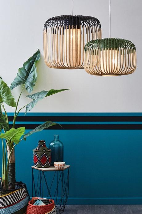 Parfaite association du bleu et des suspensions en bambou