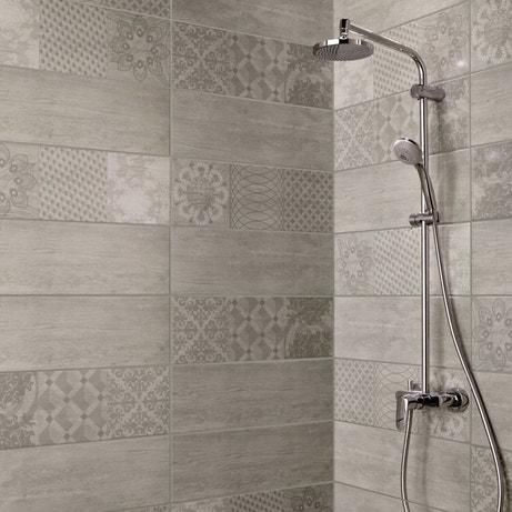Des carreaux de ciment dans la douche