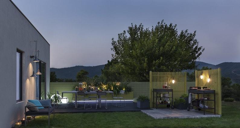Une terrasse avec un coin cuisine pour profiter de votre extérieur
