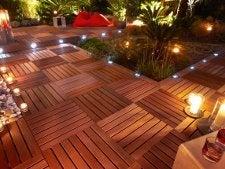 Tout savoir sur l 39 clairage ext rieur leroy merlin for Luminaire solaire terrasse