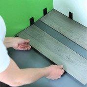 Comment poser des dalles PVC à clipser ?