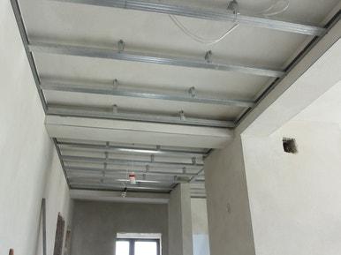 Comment réaliser un faux plafond acoustique ? | Leroy Merlin