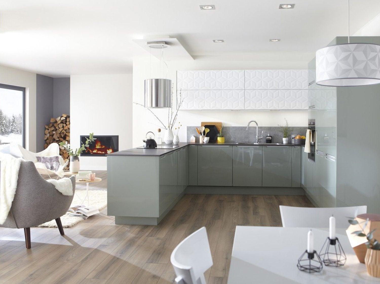 Une cuisine de 18m pour toute la famille leroy merlin for Petite cuisine pratique et fonctionnelle