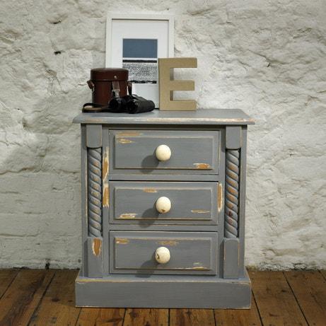 Un meuble bas couleur gris anthracite