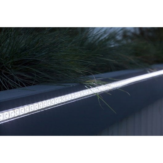 Ruban led ext rieur eclairage terrasse et all e leroy for Eclairage led exterieur terrasse
