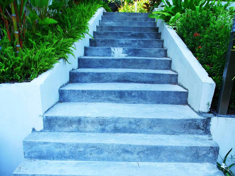 Fabriquer escalier exterieur bois free lot de marches cm for Fabriquer un escalier exterieur en beton
