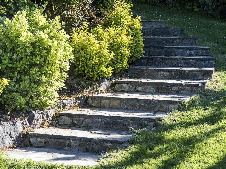 Comment créer un escalier extérieur en pierre ?   Leroy Merlin