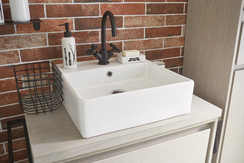 un lavabo l gant dans un salles de bains au style industriel leroy merlin. Black Bedroom Furniture Sets. Home Design Ideas