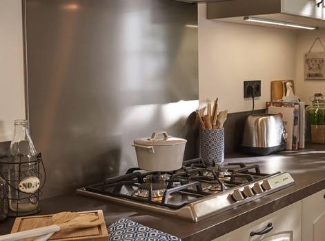 Comment choisir sa plaque de cuisson leroy merlin - Installer four encastrable sous plaque ...