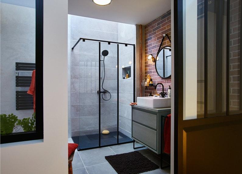 une salle de bains int gr e dans un loft leroy merlin. Black Bedroom Furniture Sets. Home Design Ideas