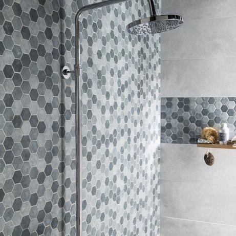 Une mosaïque hexagonale dans la douche