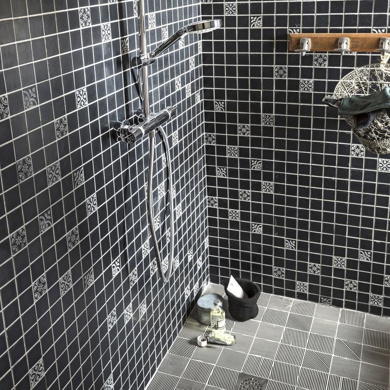 Une mosa que avec des motifs carreaux de ciment qui donne for Carreaux mosaique salle de bain
